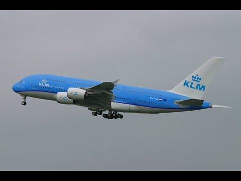 Armada pesawat KLM yang kini sedang goyang dihantam Covid-19. Foto:Youtube